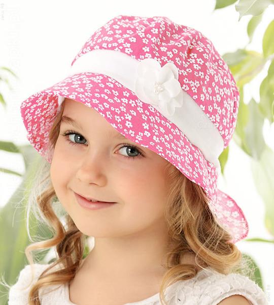 różowy kapelusz na lato dla dziewczynki